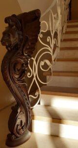 кріплення поверх ступені через дерев'яні стовпи